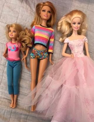 Barbie So Many Barbies! Medium flat rate box Full!!