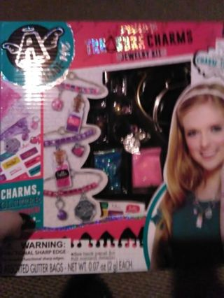 Deluxe treasure charms jewelry kit
