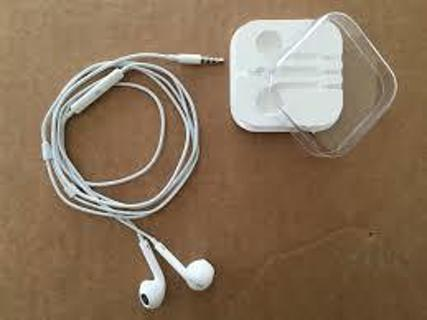 New  WHITE  EARBUDS  IN  CASE  ,never  been  used
