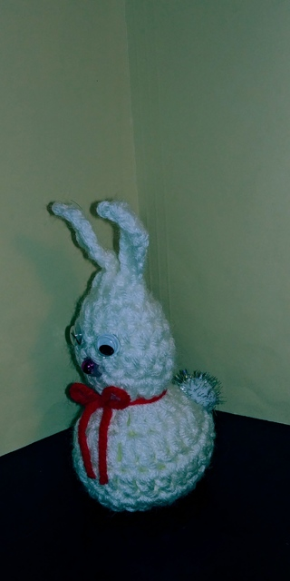 Crochet Bunny Rabbit (B-7604) White / Red trim