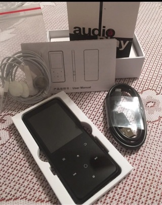 8GB Bluetooth MP3 Player & Earbuds