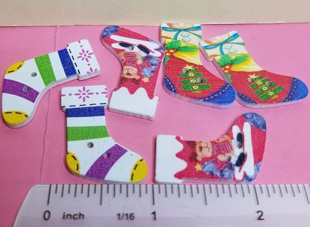 ~~BN 6 CHRISTMAS STOCKING WOODEN BUTTONS~~