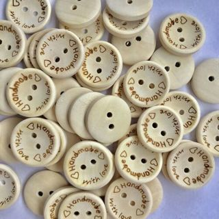 [GIN FOR FREE SHIPPING] 100Pcs Love Heart Letter Carved Sewing Buttons