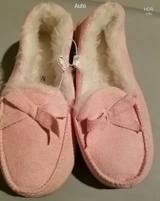 NWT! CUTE & COMFY Ladies House slippers Size 5/6