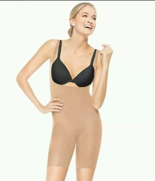 *Incredible* 1X NWT Ultra HOLD Shapewear By Spanx You wear your own Bra.