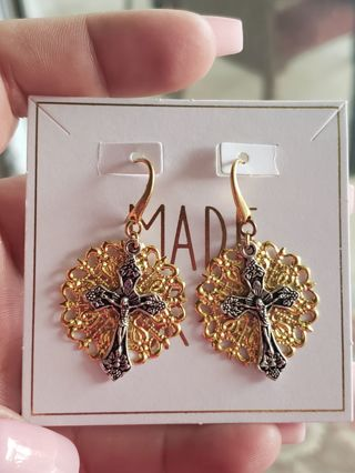 hand made~Gold Filigree Crucifix Earrings