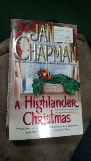A Highlander Christmas by Janet Chapman (paperback)