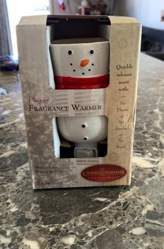 Plug-in fragrance warmer snowman