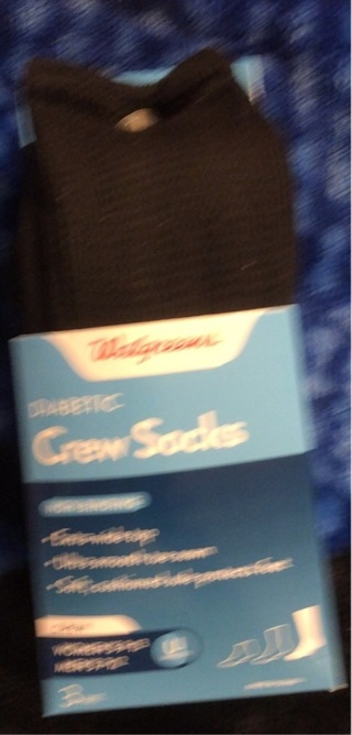 BNWT One Pair Walgreen's Black Diabetic Crew Socks. Size 6 - 12. Non Binding. Helps Circulation.