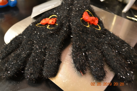 ****NWT CHILD'S GENUINE MINNIE MOUSE GLOVES***FREE SHIPPING