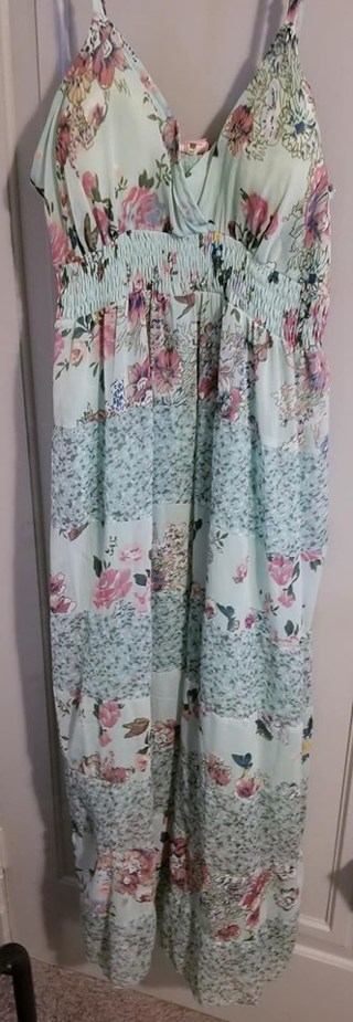 WOMEN'S SIZE LARGE SUNDRESS THAT GOES TO YOUR FEET*BRAND NEW W/TAGS*