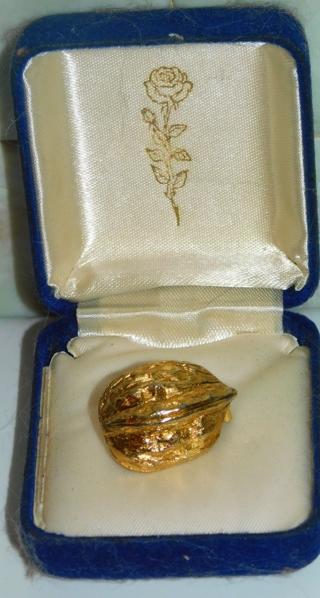 Vintage/Antique? Gold/Goldtone *WALNUT SHELL* Brooch/Pin