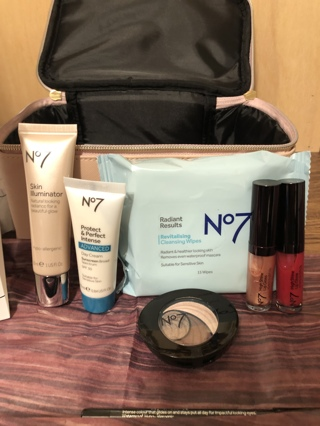New 8 pc no. 7 ultimate vanity collection  great gift for you or a friend !!!