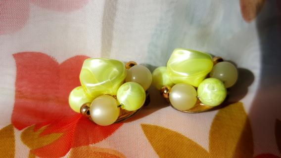 ANTIQUE LIGHT GREEN MARBLE CLIP ON EARRINGS