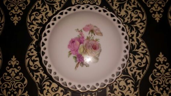 Beautiful Vintage Winrose Collection Trinket / Jewelery Holder