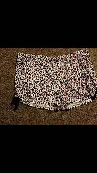 Nwot!  Ladies Pink/Black Leopard Printed Shorts  Shirt Size 2XL