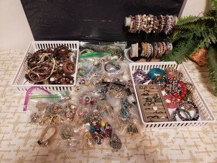 300+ Wearable/many signed Good Jewelry