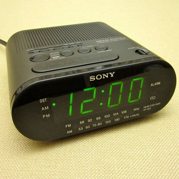 free sony dream machine am fm alarm clock radio model icf c218 in black other electronics. Black Bedroom Furniture Sets. Home Design Ideas