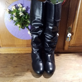 Black pull on boots, NWOT, sz 9