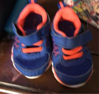 Size 3 tennis shoes boy