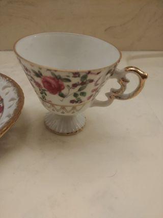 Floral design teacup & saucer