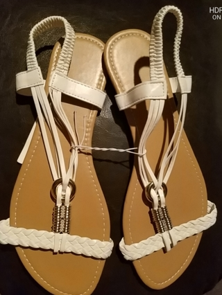 NWT! Ladies Cute Sandals Size 9