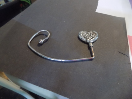 Silvertone textured heart purse hook
