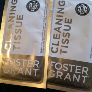 Foster Grant Cleaning Tissues (2)