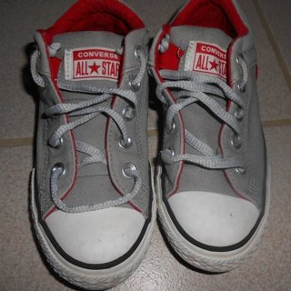 kid's Converse all star sneakers gently used