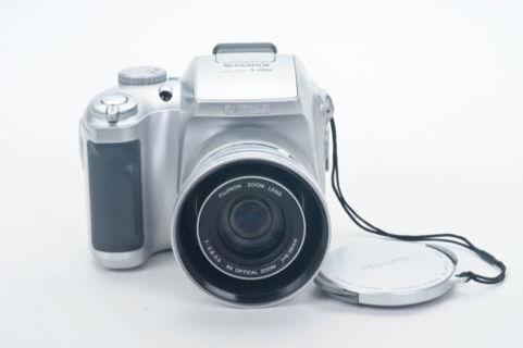 FujiFilm FinPix S3100 4MP digital camera 6x zoom