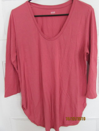 ANA Coral Vneck Knit Top Sz L- Like New!!!
