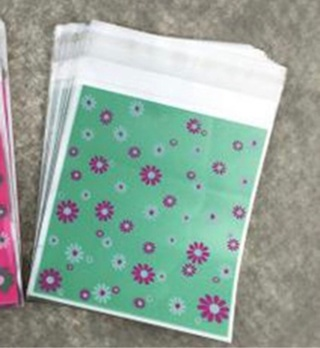 Green with White and Pink Flowers Medium Self Sealing Cello Bags 10 Count NEW