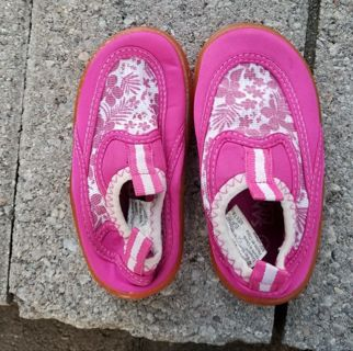 Toddler water sneaker/shoes size 7