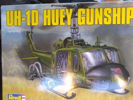 UH-1D Huey Gunship Model Kit