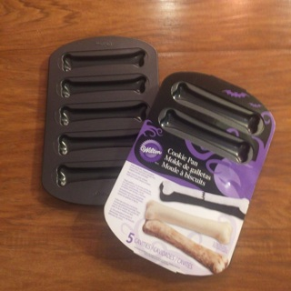 2 Wilton Dog Bone Cookie Pans Halloween Pans