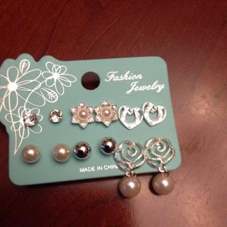 Six Pairs of Beautiful Fashion Earrings.