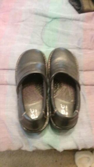 BOC nursing shoes size 8