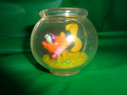 Free sesame street elmo 39 s fish dorothy in plastic fish for Fish bowl toy