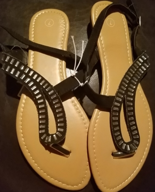 NWT! Ladies Cute Sandals Size 6