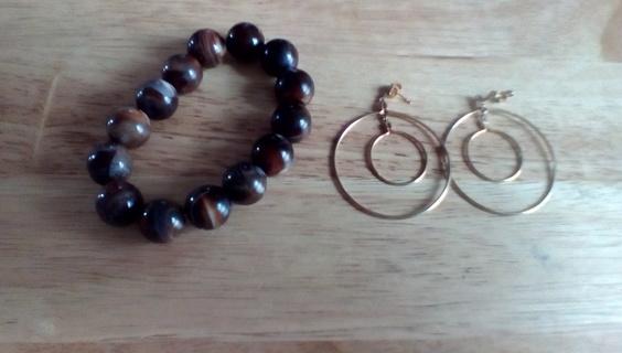 Beaded Stretch Bracelet & Gold Tone Hoop Earrings: EUC
