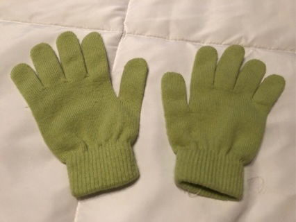 Girl's Green Gloves