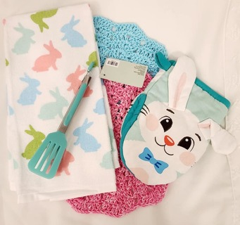 "Crochet 2 - 9"" wash/dish towels+1 Terry Cloth Towel 1 Potholder 1 pair ofTongs"
