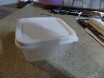 Tiny condiment container for lunchboxes