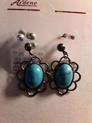 Earrings x3