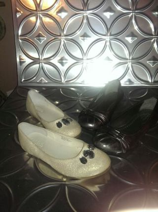 *GIRLS TRENDY BRAND NAME SHOES (Pair)* GYMBOREE sz1 and Unlisted by kenneth Cole sz 1 1/2!