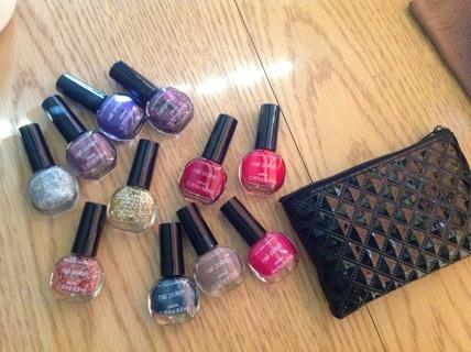 Mini nail polishes and black bag