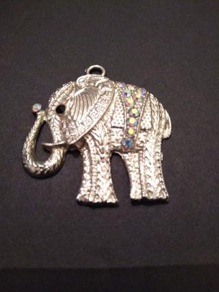 **BEAUTIFUL SILVER AND RHINESTONES ELEPHANT PENDANT**