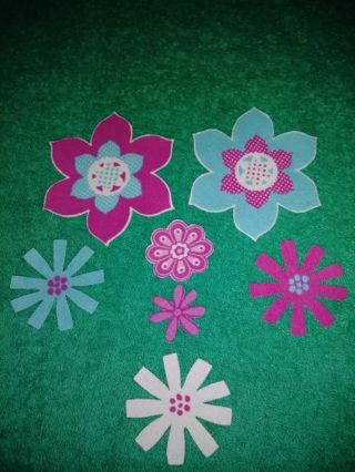 ⚛❇️⚛❇️⚛7 BRAND NEW ASSORTED PINK, TURQUOISE PASTEL BLUE & WHITE FLOWER IRON-ONS⚛❇️⚛❇️⚛