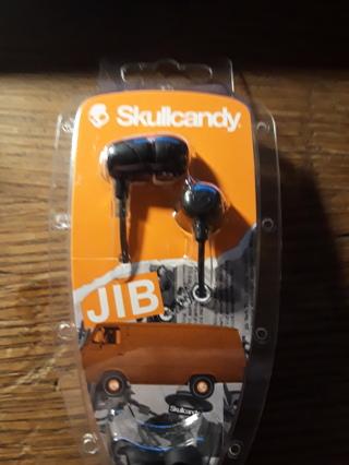 Brand new pair of Skullcandy earbuds