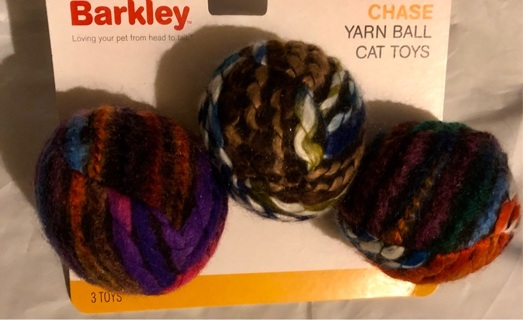 BNIP 3 Multi Colored Yarn Covered Balls W/ Inside Bells! Boots/Barkley Cat Toys